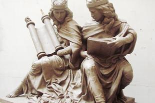 """La escultura """"La Sinagoga y la Iglesia en nuestros días"""", expuesta en Saint Joseph's University"""