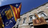 Una 'estelada' (bandera independentista) en una concentración celebrada en la plaza de Sant Jaume de Barcelona, delante del Palau de la Generalitat.