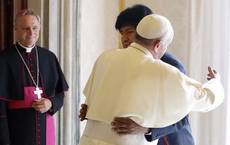 """Evo Morales. Es suya la frase sobre Francisco: """"En las tres veces que lo he visto me ha dicho 'Evo, te acompaño con bendiciones. Sigue con tu trabajo por tu pueblo'. Me llamó mucho la atención su expresión, por eso dije 'ahora sí tengo Papa'"""". (La Razón, 10 de junio de 2015)"""