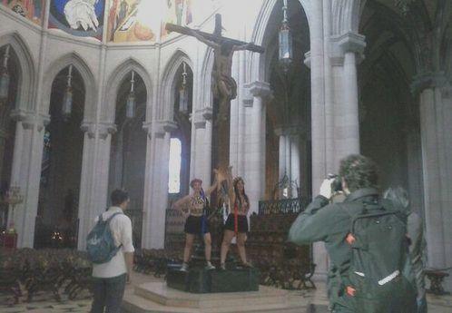 Ataque de Femen a la Catedral de la Almudena