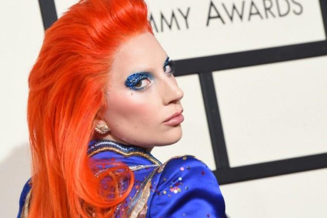 La cantante Lady Gaga llega a la alfombra roja durante la 58º edición de los premios Grammy, el 15 de febrero de 2016 en Los Ángeles
