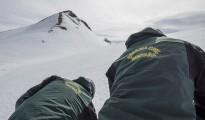Equipo del GREIM de la Guardia Civil durante unas practicas de rescate en la nieve.