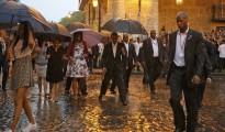 Obama recorre La Habana Vieja bajo la lluvia