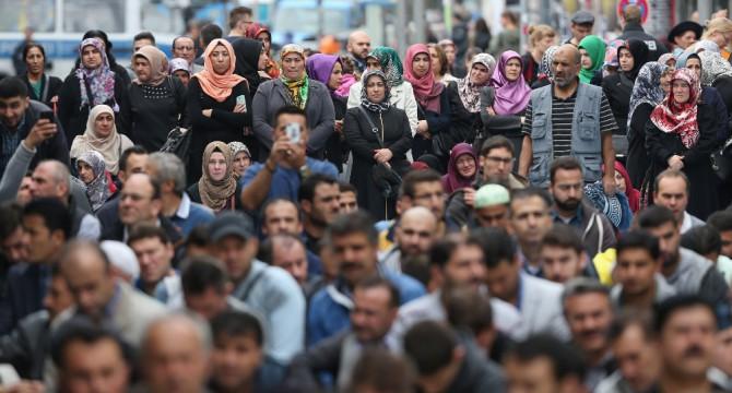 Musulmanes celebrando en Berlín el Día de Acción Europea contra la Islamofobia