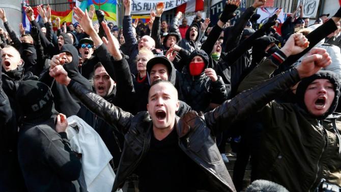 Los manifestantes corearon consignas contra el Estado Islámico