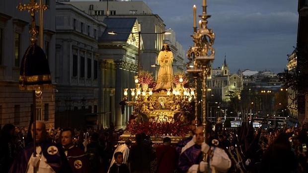 El paso del Cristo de Medinaceli, a su paso por el Congreso de los Diputados este Viernes Santo