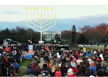 El menorah delante de la Casa Blanca. La separación entre el Estado y la Iglesia es vigente, pero no entre la Sinagoga y el Estado.