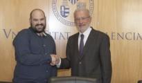 Jordi Caparrós, junto al rector Esteban Morcillo tras la toma de posesión.