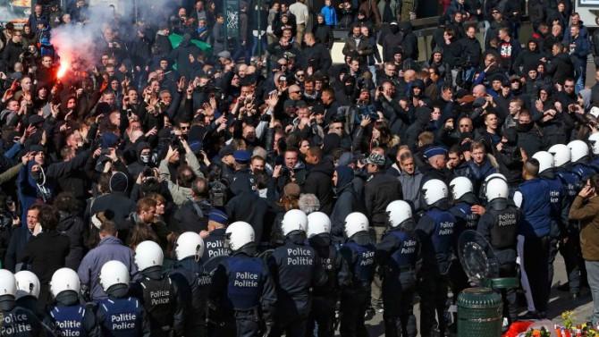 La policía utilizó cañones de agua contra la muchedumbre