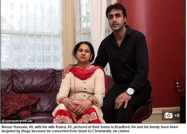 Nissar Hussain junto a su esposa