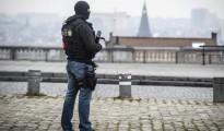 Un policía patrulla en Bruselas (Bélgica) este jueves.