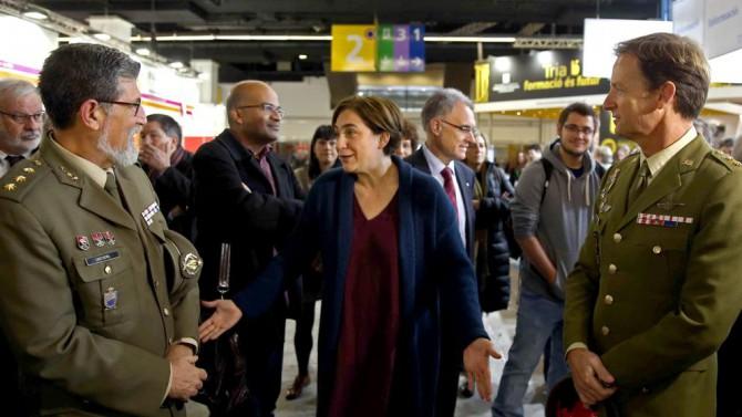 Ada Colau echando al Ejército del Salón de la Infancia de Barcelona.