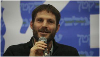 El ex oficial Bezalel Somotrich haciendo su propuesta en Channel 2 de Israel. Lo hacía como diputado del partido extremista judío La Tierra Judía, afirmando que las fronteras de Israel son las que menciona el Torah. Resumiendo: abarcando mucho más que las actuales. ¿Y cómo lo piensan conseguir?