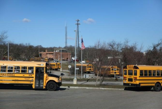Autobuses escolares en Groton, Connecticut el 26 de febrero de 2016
