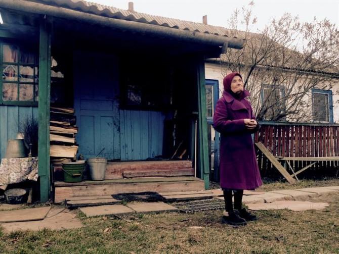 A sus 87 años, María Shovkuta vive sola en su casa cercana a la central de Chernóbil.