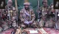 Durante años, la Administración Obama se negó a considerar organización terrorista a Boko Haram, que ha asesinado más cristianos y 'apóstatas' que el ISIS. Finalmente lo hizo en noviembre de 2013, tras varios años de presión. (En el centro de la imagen, el líder de Boko Haram, Abubakar Shekau).