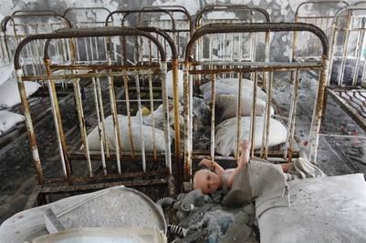 El antiguo jardín de infantes de Pripyat, con sus cunitas y juguetes abandonadas. Muchos niños murieron de cáncer de tiroides, producto de la contaminación radioactiva liberada por la explosión del reactor 4.