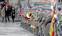 Desfile militar y procesión con chirimías para honrar al patrono de España