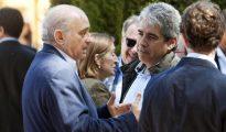 El ministro de Interior en funciones, Jorge Fernández Díaz, y el diputado convergente Francesc Homs charlan durante el almuerzo en Fonteta organizado por Luis Conde.