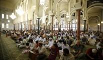 Musulmanes rezando en el Centro Cultural Islámico de Madrid (conocido como mezquita de la M-30).
