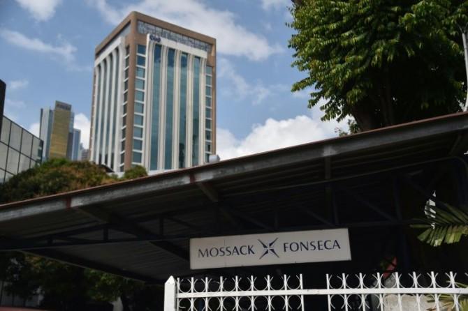 El cartel de bufete de abogados panameño Mossack-Fonseca en el edificio de la sede de la firma, en la ciudad de Panamá, el 4 de abril de 2016