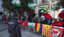 Ultraizquierdistas en contra de la conmemoración del Día de la Toma en Granada.