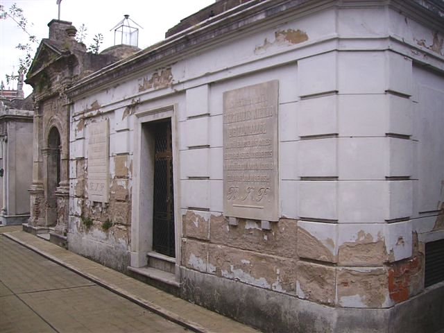 Panteón de Jaime Llavallol del Riú. Cementerio de la Recoleta (Buenos Aires)