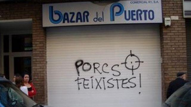 Pintada contra un negocio en Cataluña por rotular en castellano.