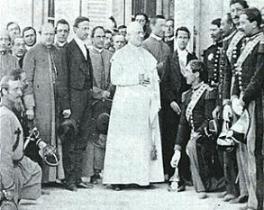 Pío IX con el rey de Las Dos Sicilias (a su derecha), Francisco II, en visita a Quirinnale, 1859. Dando un discurso en 1863.