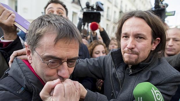 Juan Carlos Monedero, en primer término, y Pablo Iglesias.