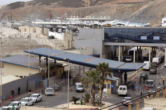 Vista de la frontera del Tarajal, que separa Ceuta de Marruecos.
