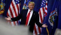 El empresario y candidato a la presidencia de EE.UU. por el partido Republicano Donald Trump asiste a un acto de campaña, el 6 de abril de 2016, en Bethpage, on Long Island, New York (EE.UU.).