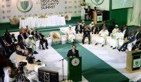 El presidente francés, Francois Hollande, pronuncia un discurso durante la segunda Cumbre de Seguridad Regional en Abuja, Nigeria.