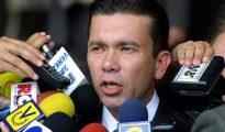 Gerardo Blyde, alcalde opositor y presidente de la Asociación de Alcaldes por Venezuela, aseveró que a las alcaldías dominadas por el gobernante Partido Socialista Unido de Venezuela tampoco se les está proveyendo de lo necesario.