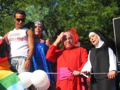 """Burlas sacrílegas en el """"Desfile del Orgullo Gay""""."""