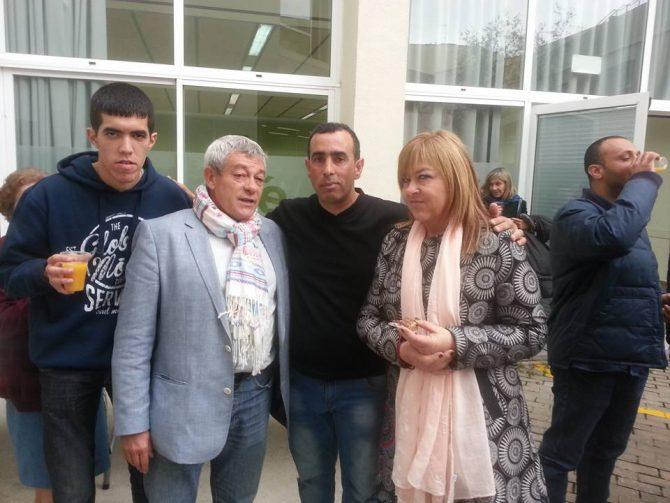 La asociación intercultural musulmana de Tarrasa homenajeando al jefe de la Policía Local, Juan Antonio Quesada Sánchez.