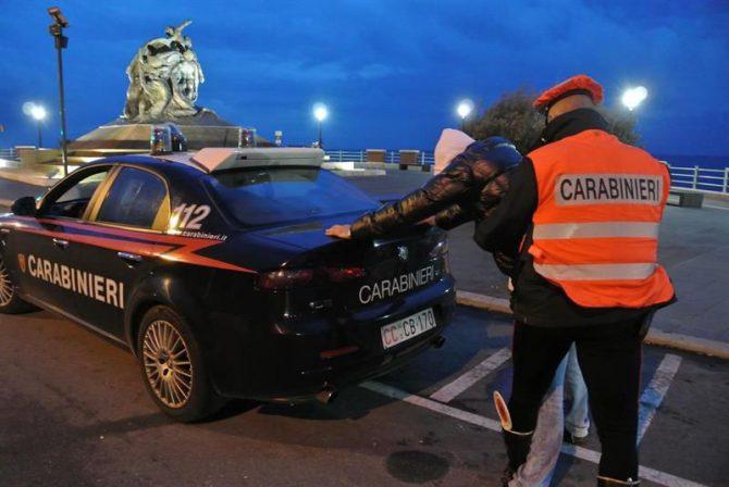Fotografía de la policía italiana durante un operativo.