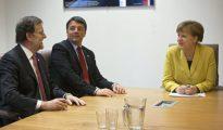 Rajoy, Renzi y Merkel, durante la cumbre de jefes de Estado y Gobierno de la UE en Bruselas.