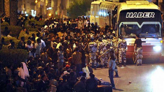 Deportación masiva de inmigrantes en Arabia Saudí en 2013. La prensa occidental ocultó el hecho.