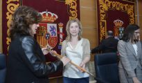 La nueva alcaldesa de Molina de Segura (Murcia), Esther Clavero (PSOE), tras arrebatar la Alcaldía al PP, gracias a los votos de Podemos, Ciudadanos e IU, despúes de jurar su cargo, en el Ayuntamiento de Molina de Segura.