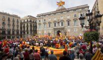 Manifestación convocada por la Hermandad de Caballeros Legionarios de Barcelona en apoyo al ejército español, que ha transcurrido por las calles del centro de la ciudad condal.