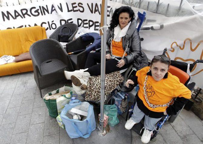 """Elvira Murcia, de 41 años y que sufre desde el nacimiento osteogénesis imperfecta, comúnmente llamada """"huesos de cristal""""."""