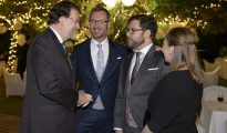 """Rajoy junto a Javier Maroto y su"""" marido"""" Josema Rodríguez en el banquete de boda."""