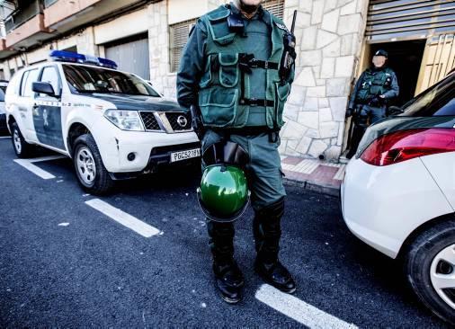 Imagen de la Guardia Civil en una redada en El Campello.