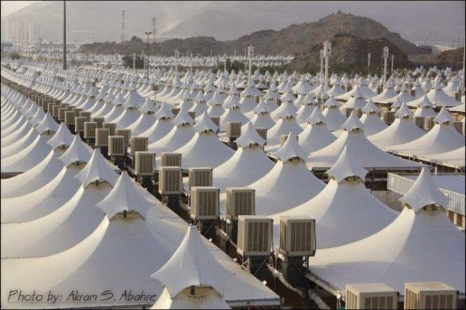 Las tiendas en Arabia Saudita, con aire acondicionado; capaces de albergar tres millones de peregrinos a la Meca. Y por supuesto, a ni un sólo refugiado.