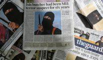 Portadas de los diarios con la foto del hombre enmascarado conocido como Jihadi John, el 27 de febrero de 2015 en Londres