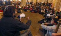 Asamblea de estudiantes en el edificio histórico de la Universidad de Barcelona.