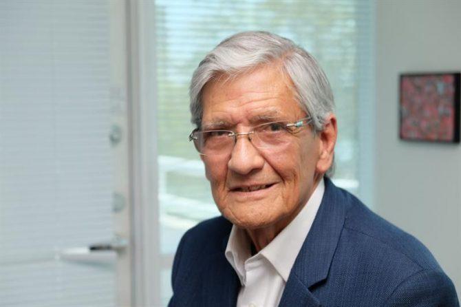 El expreso político cubano Armando Valladares.