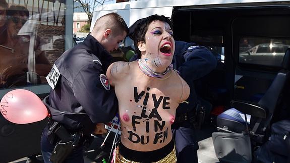 una de las activistas detenidas hoy.