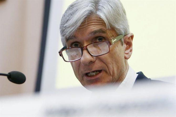 El subdirector de Catsalut, Josep Maria Argimon durante la rueda de prensa que ofrecida para informar del primer caso confirmado de muerte por enterovirus en Cataluña, donde desde el inicio del brote 91 niños han sido atendidos por afectaciones neurológicas.